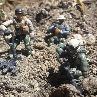 Image of: Come on private! Thlese foxholes aren't gonna dig themselves!