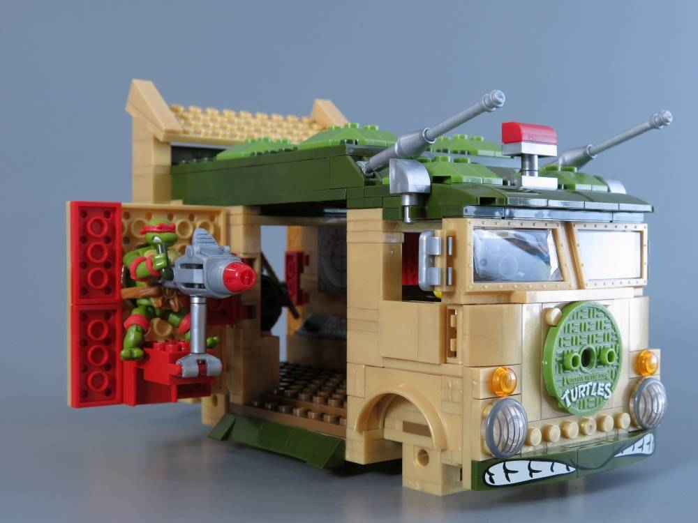 TMNT Classic Party Wagon Build Stopmotion