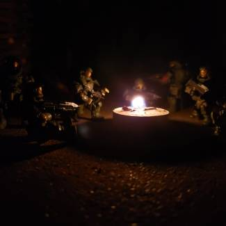 Image of: Unsc marines stop for the night when returning after patrol