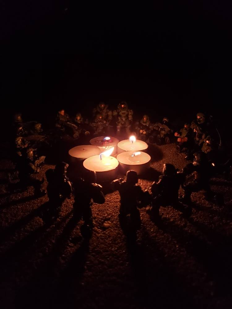 Unsc marines and spartans have a bonfire