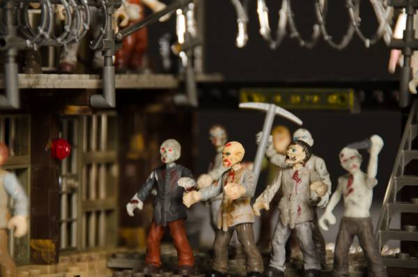 zombies-close-up_1