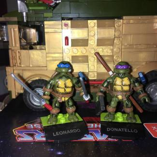 Image of: Got my hero Leonardo her he is with his brother Donatello & Friends Casey Jones, April O'Neil