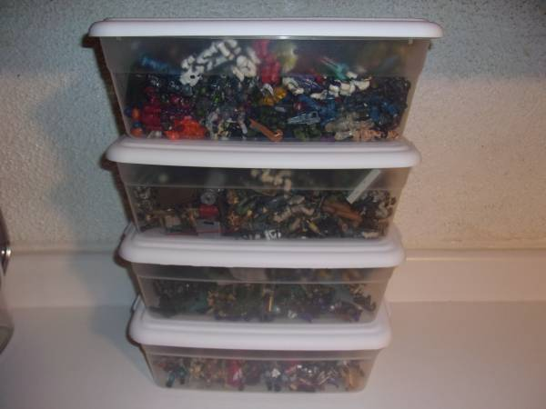 collection-close-up-totes-full-of-figures