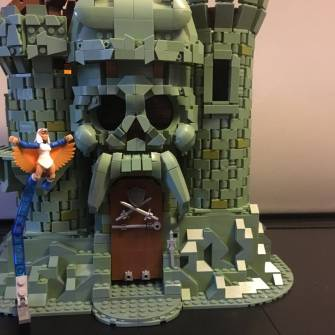 teeth-and-nose-of-castle-g