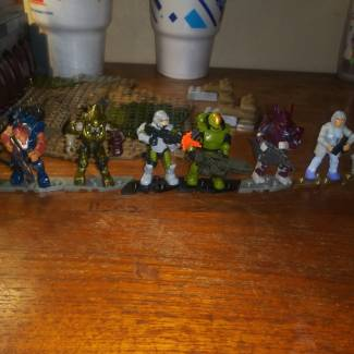 Image of: Halo wars two game pieces