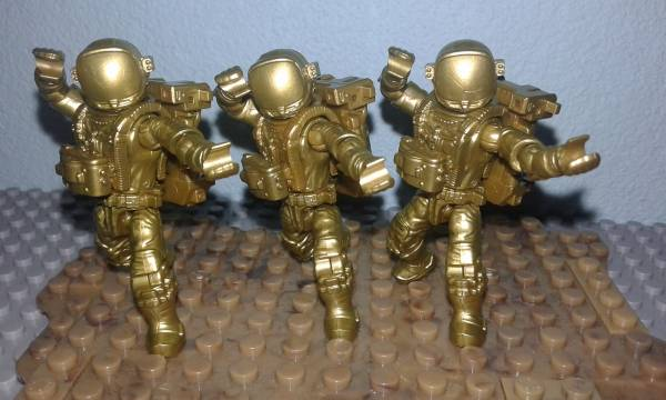 throwback-thursday-call-of-duty-mega-bloks-exclusive-2014-golden-austronaunt